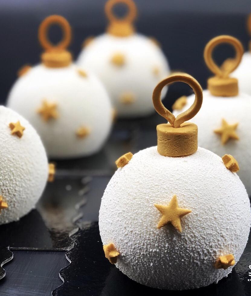 Les boules de Noël enneigées
