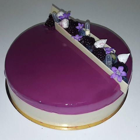 L'impérial chocolat blanc , violette , fruits rouges….